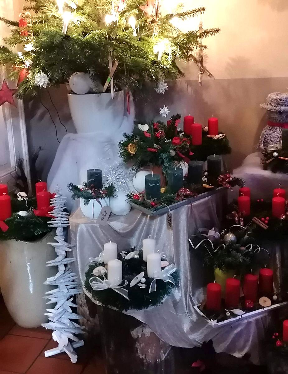 Adventsausstellung Traditionell Weihnachtskraenze