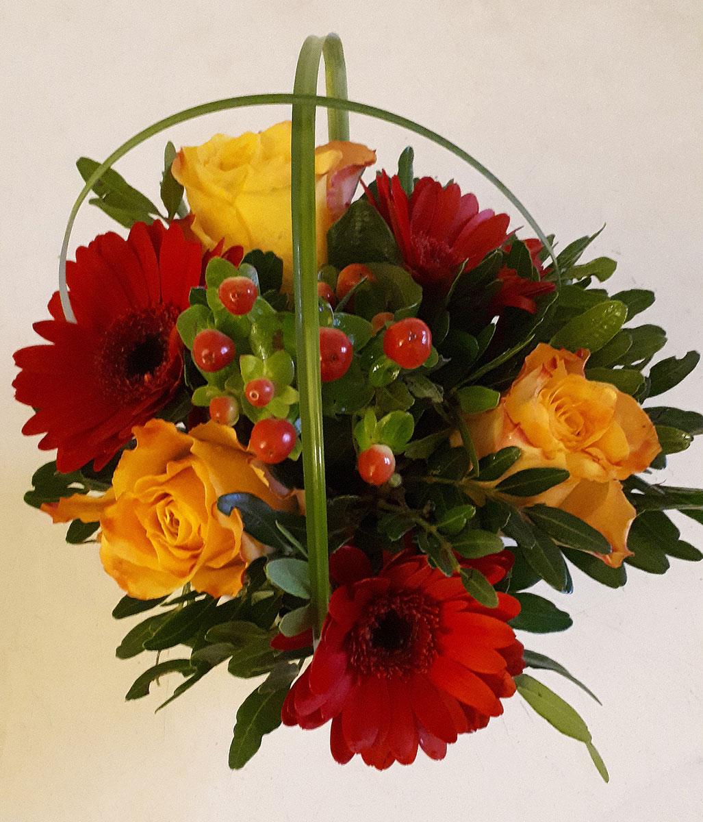 Blumen rote Gerbera gelbe Rosen