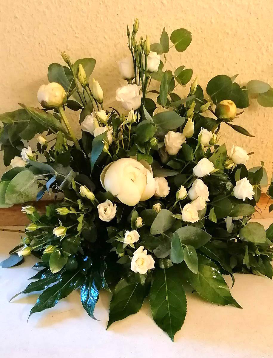 Blumen weisse Rosen Strauss