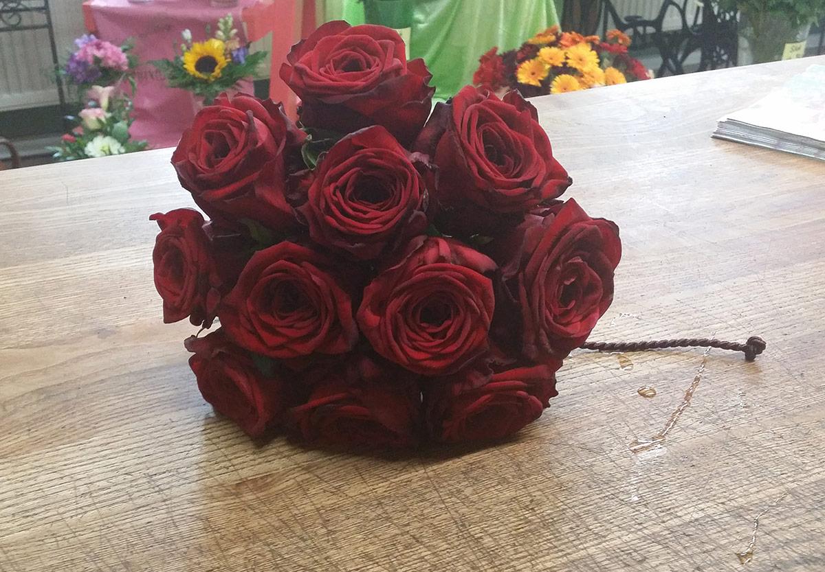Hochzeit Brautstrauss rote Samt Rosen