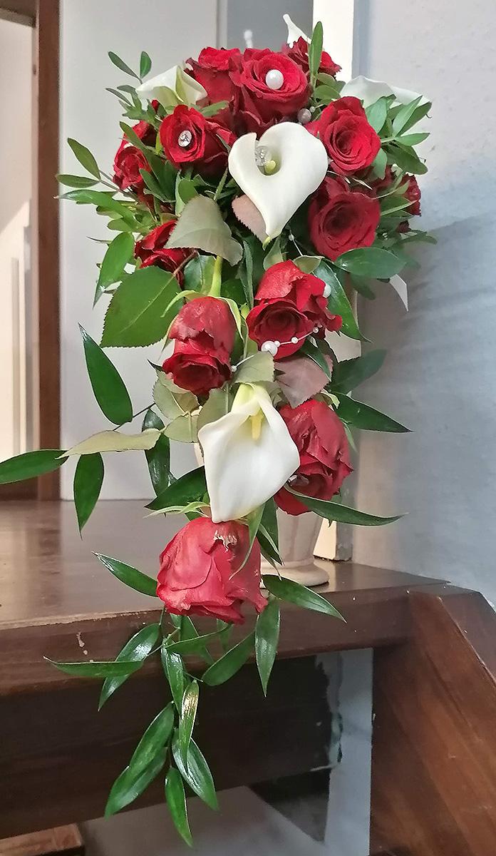 Hochzeits Rosen weisse Calla mit Perlen