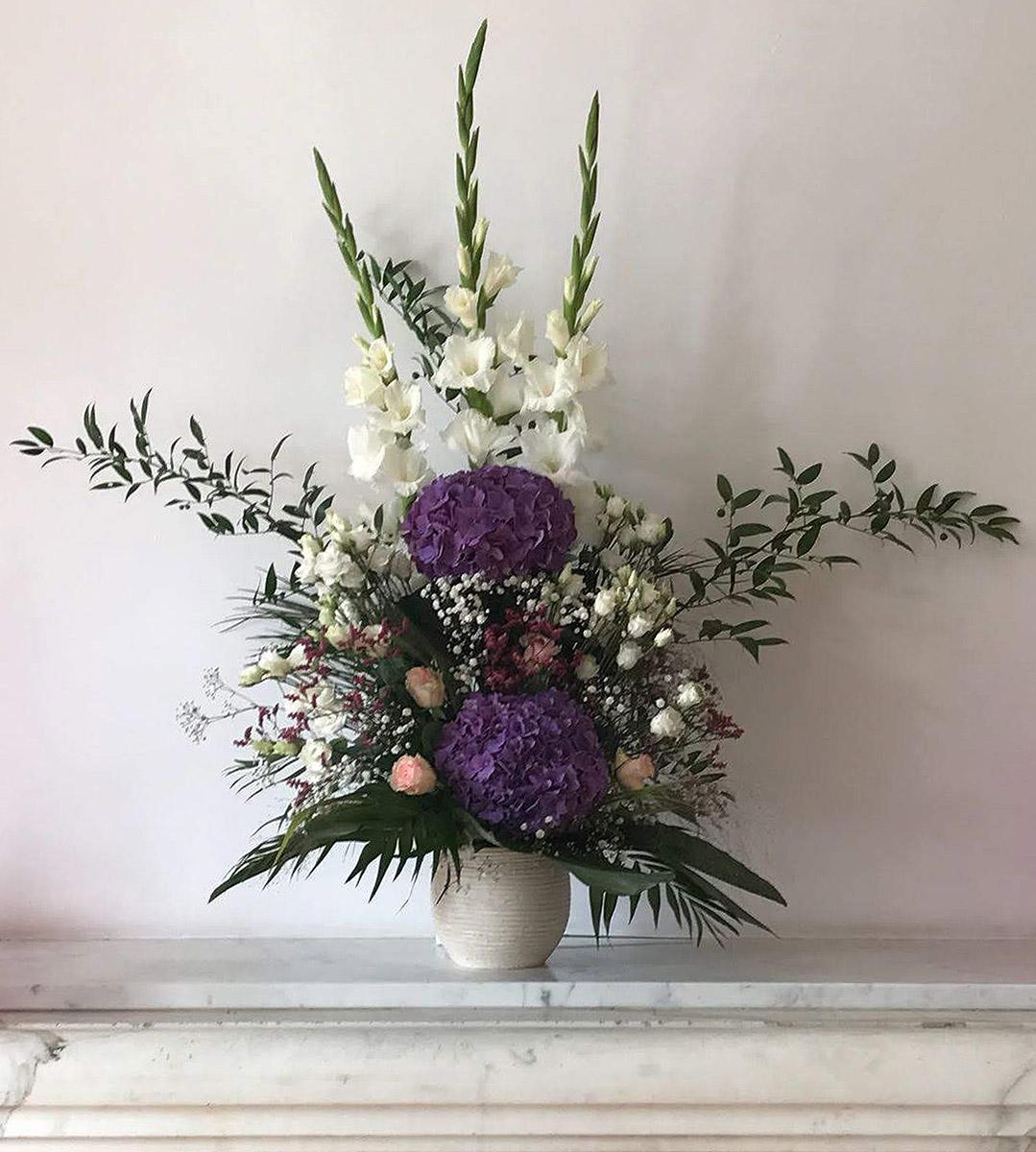Hochzeitsdekoration Gladiolen lila Hortensien Eustoma