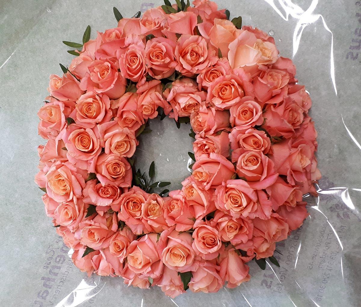 Hochzeitsdekoration Tischgesteck rosa Rosenkranz