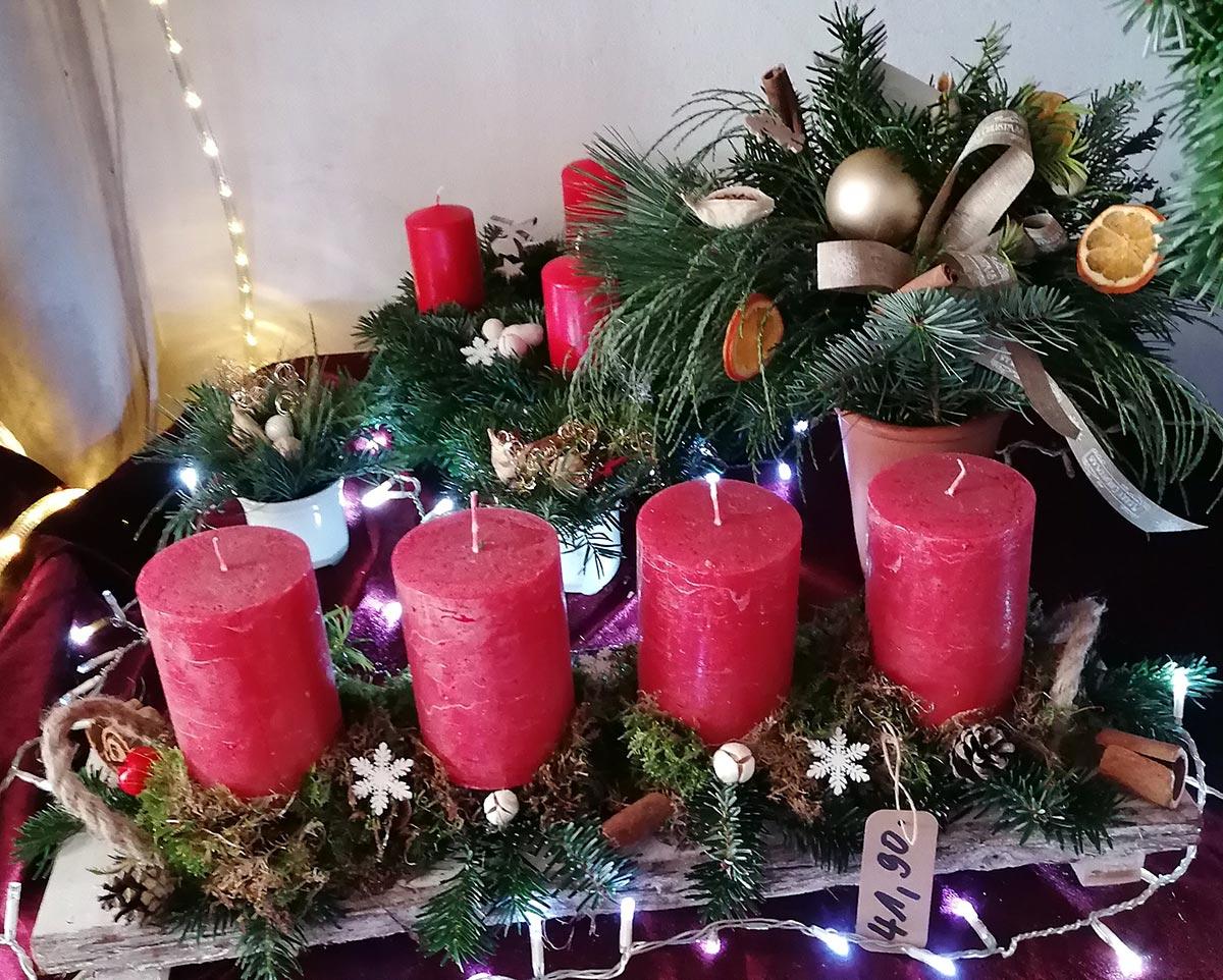 Klassisch Adventsgesteck rote Kerzen Tanne