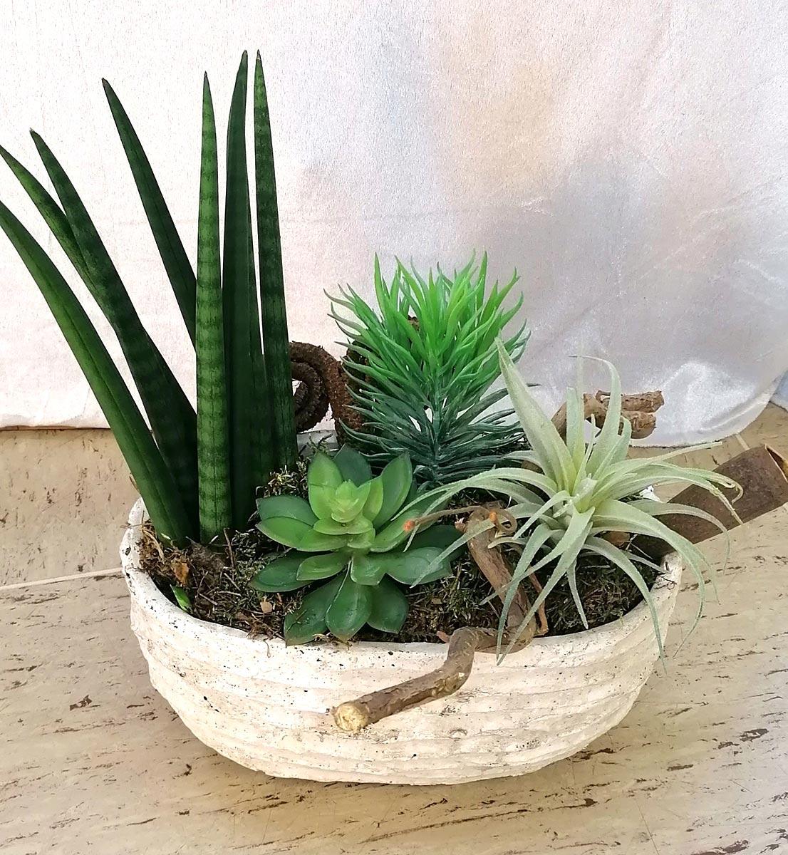 Kleines Pflanzen Gesteck im Topf