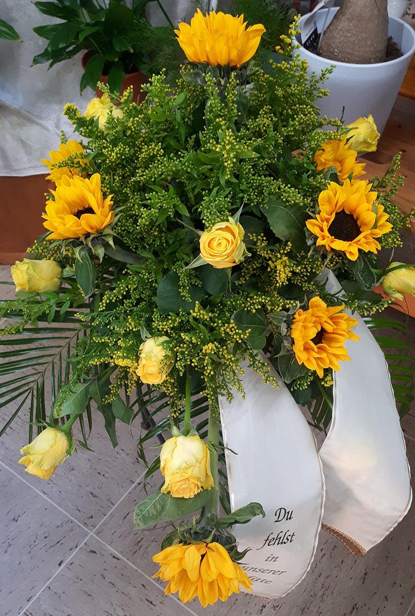 gelb Grab Blumenstrauss