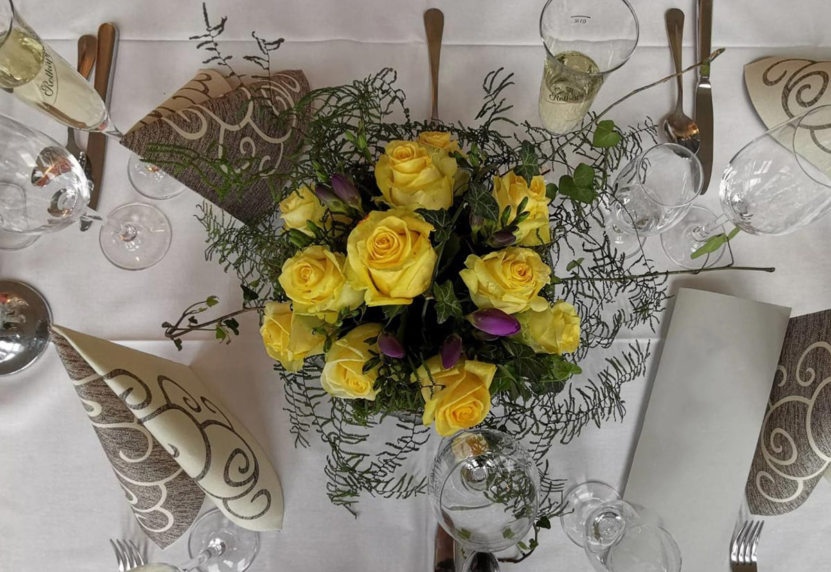 gelbe Rosen Tischdekoration