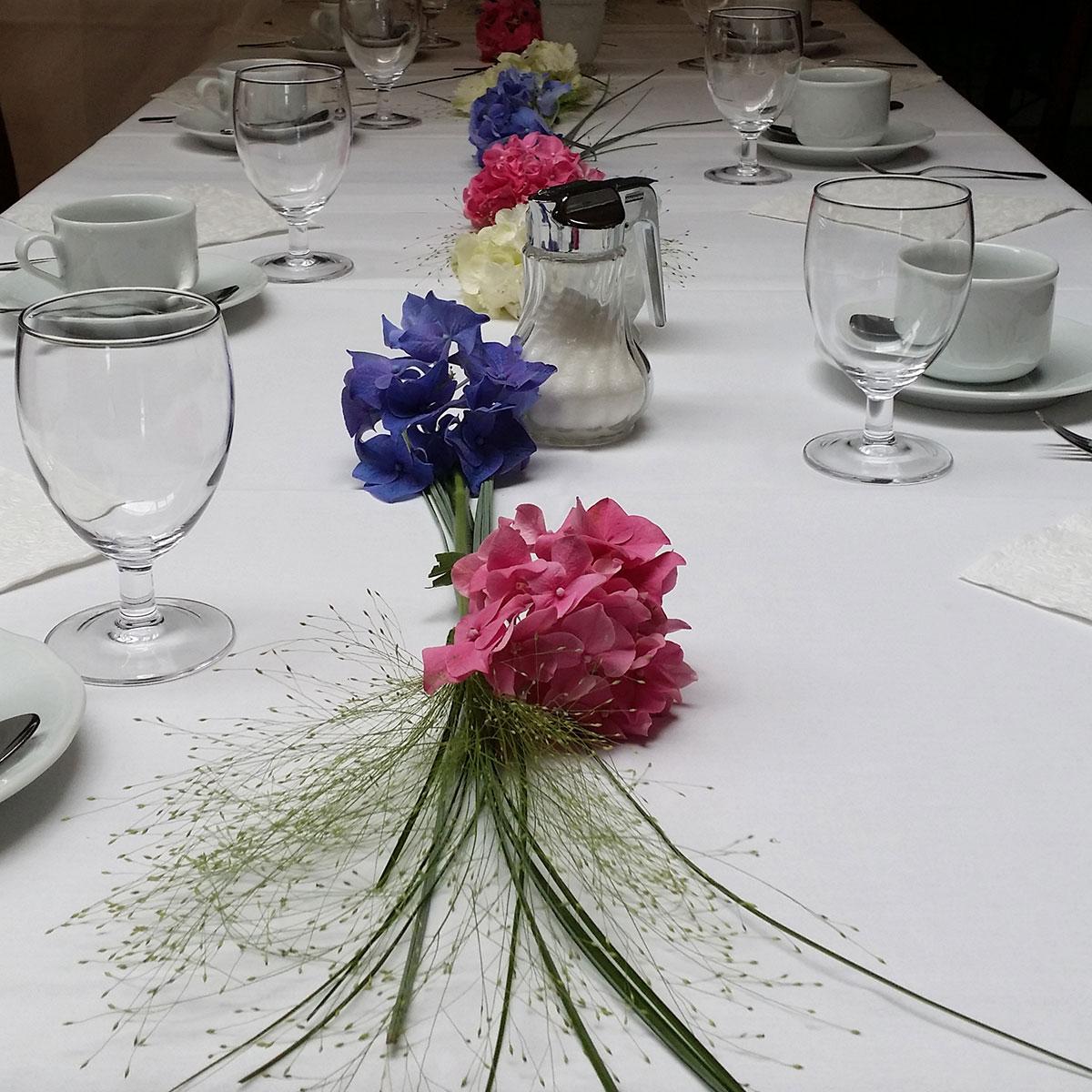 rosa blau Tischschmuck