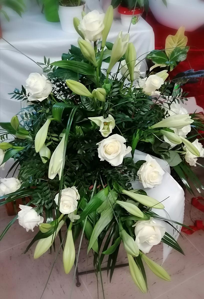 Beerdigung Strauss weisse Rosen