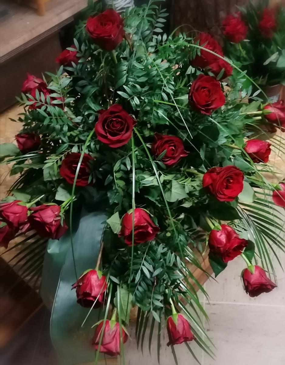Grabstrauss rote Rosen
